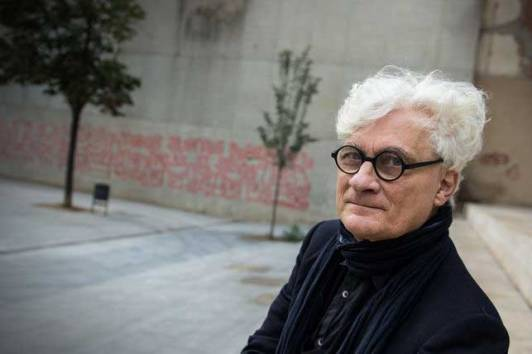 """El filósofo italiano afirma que hemos de """"re-erotizar la comunicación social"""" para luchar contra el """"automatismo financiero"""" que nos gobierna"""