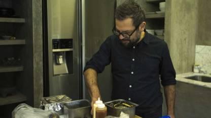 Hablamos con el mexicano que creó la hamburguesa de chapulines