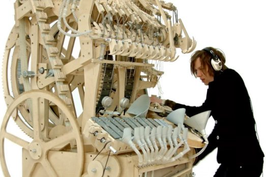 Musical instrument uses 2,000 marbles to play incredible music