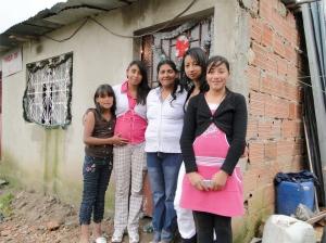 Mi Casa Mi Cuerpo: Migración Forzosa, Memoria y Creación Colectiva, 2008-2011. Foto: Familia Apache. © Óscar Moreno Escárraga, 2011.